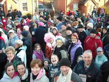 Crowds at the wellie race